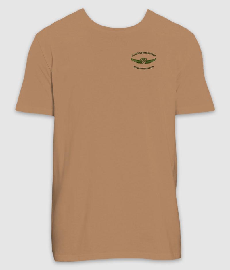 fladskærmskriger-tshirt-camel-100mm-mockup