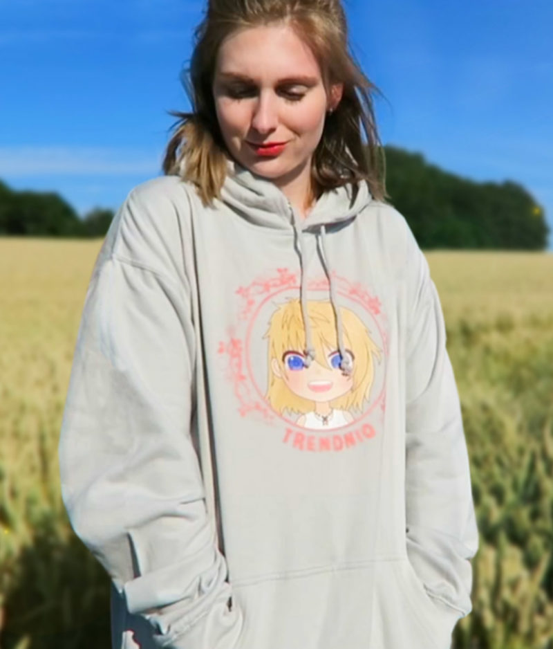 trendniq-hoodie-moondust grey-pink logo-model