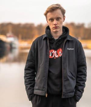 t0nse-hoodie-jet black-model-2