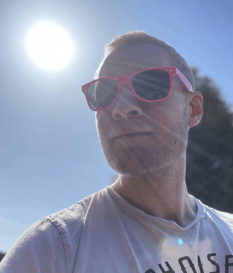 den-mandige-elg-sunglasses-pink-4